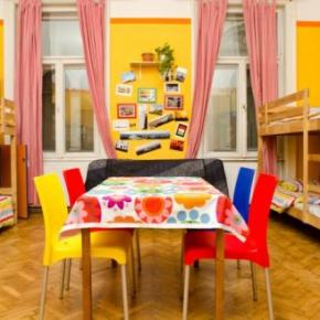 Hostely a ubytovny - Colors Budapest Hostel and Apartment