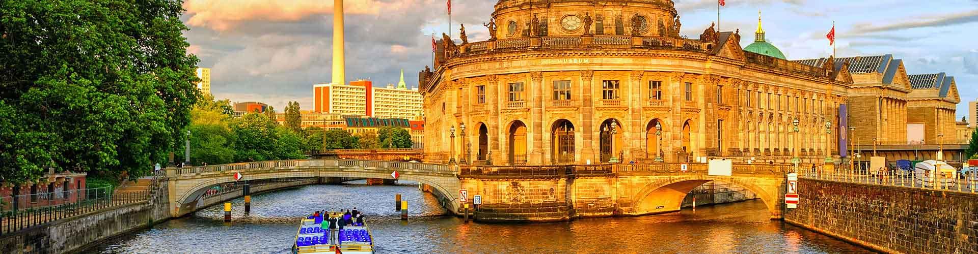 Berlín - Hostelů v Berlín. Mapy pro Berlín, fotky a recenze pro každý hostel v Berlín.