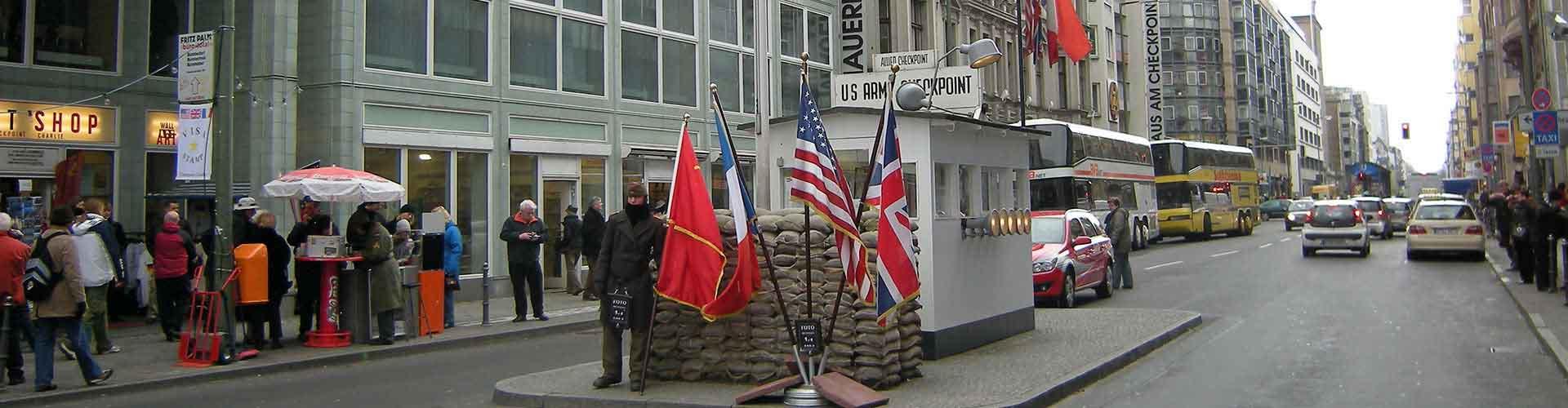 Berlín - Hostelů v blízkosti Checkpoint Charlie. Mapy pro Berlín, fotky a recenze pro každý hostel v Berlín.