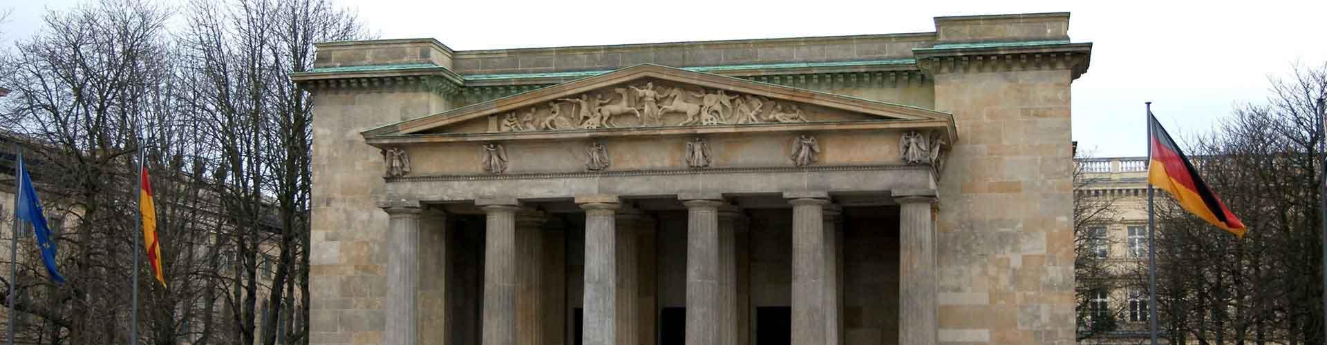 Berlín - Hostelů v blízkosti Neue Wache a Zeughaus. Mapy pro Berlín, fotky a recenze pro každý hostel v Berlín.