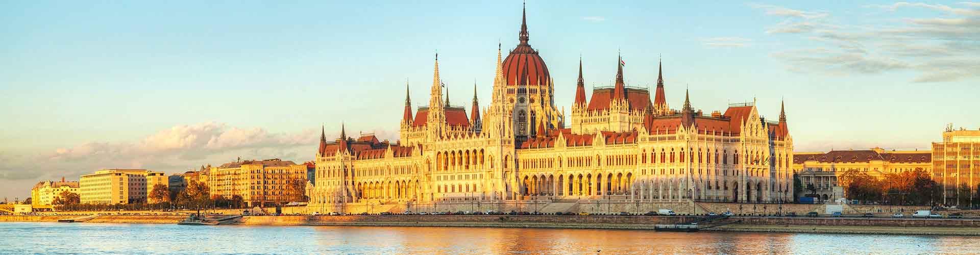 Budapešť - Hostelů v Budapešť. Mapy pro Budapešť, fotky a recenze pro každý hostel v Budapešť.