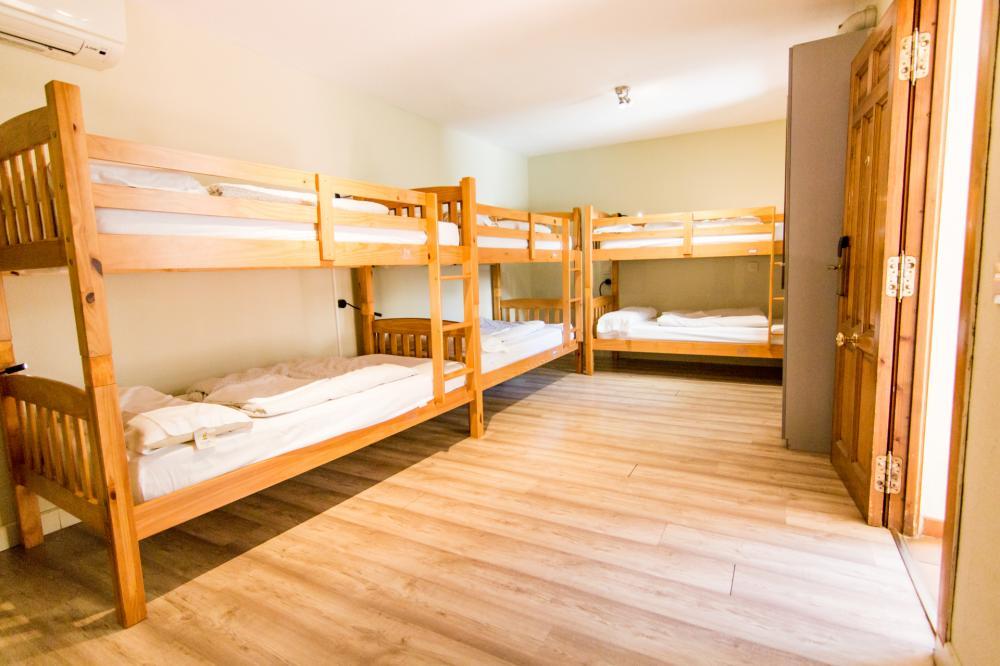 6 beds dorm with bathroom