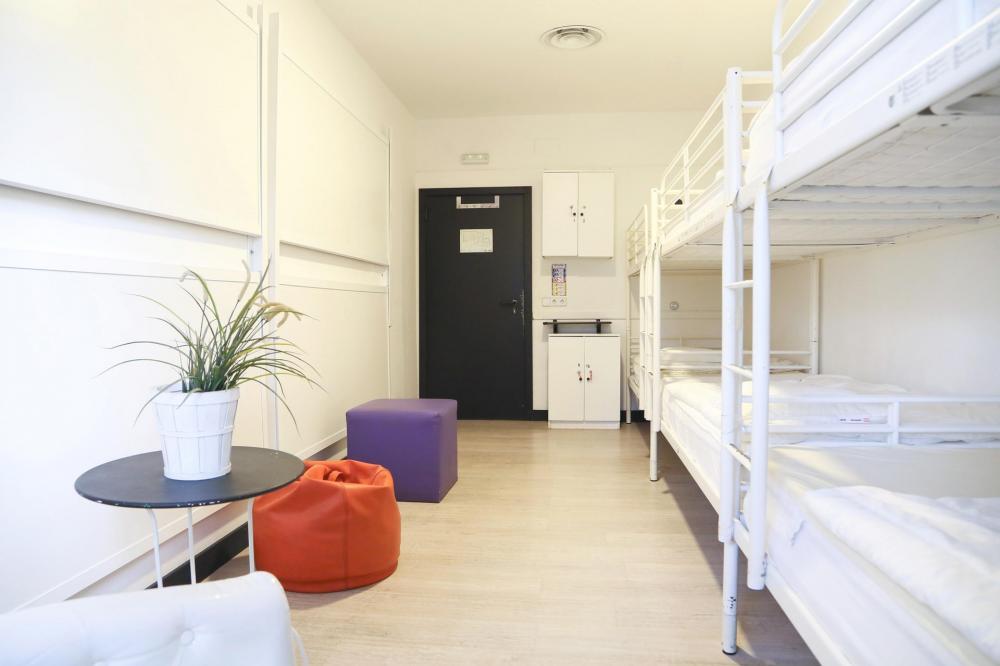 8 lůžkový smíšený pokoj