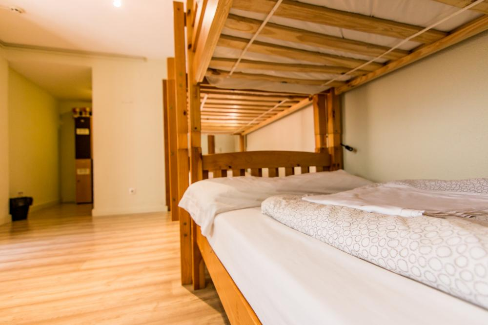 8 beds dorm with bathroom