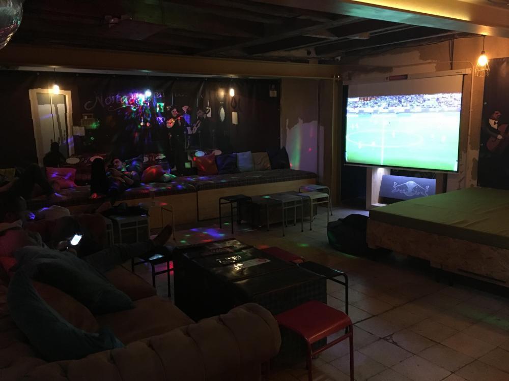 Sledujte zápasy a úžasné filmy v našem obývacím prostoru!