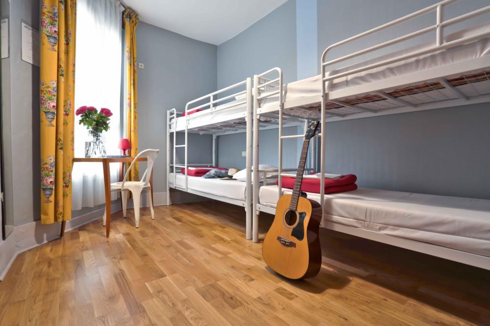4 dorm bedroom