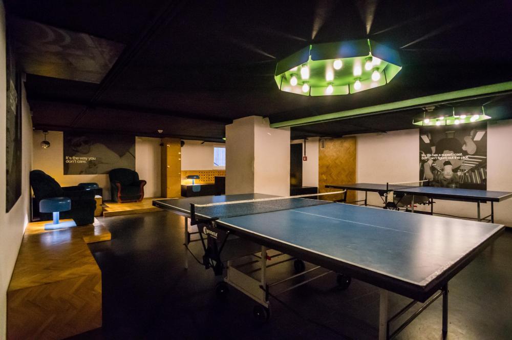 Ping-pong, stolní fotbal a karaoke