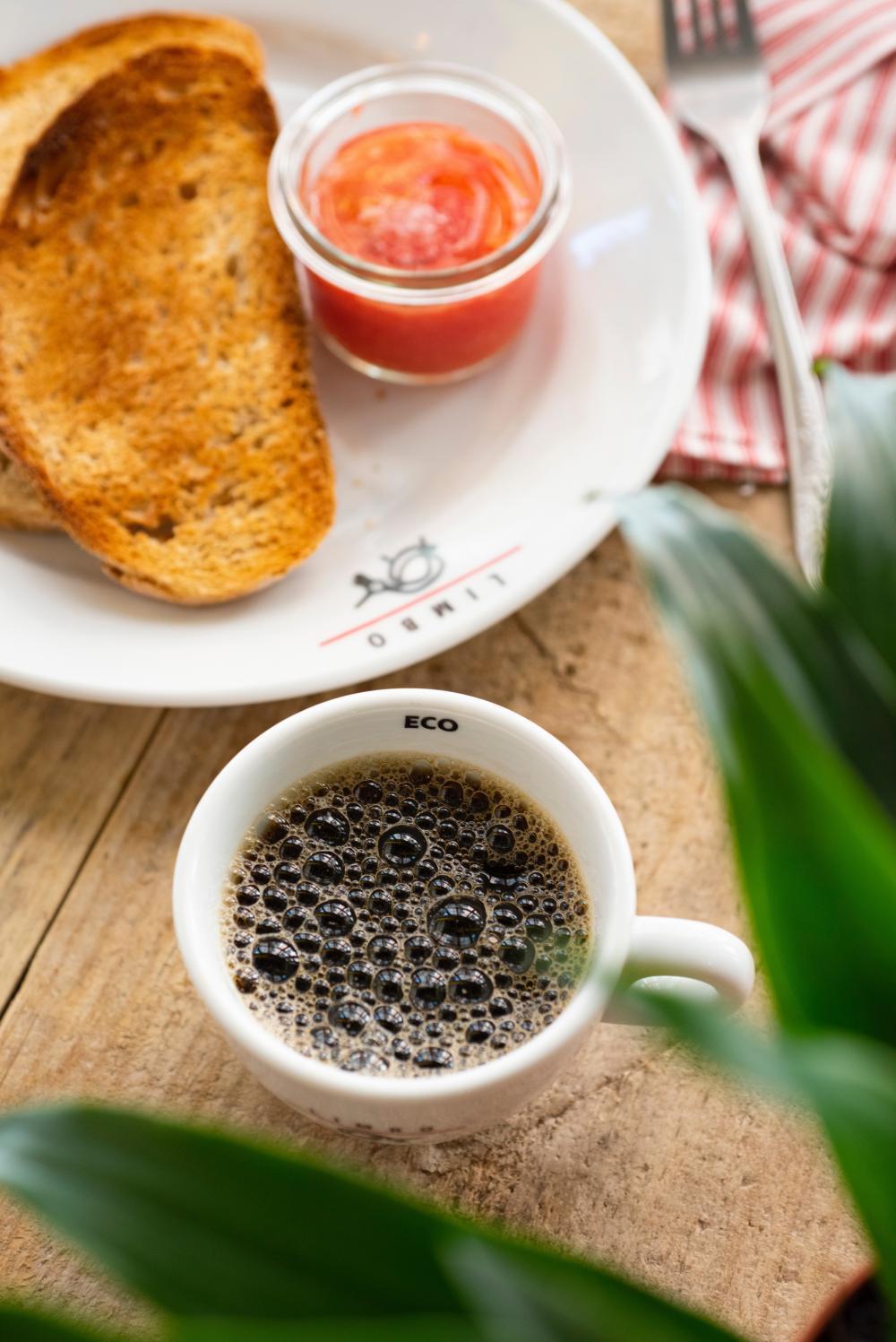 Coffee/Tea with toast/croissant (3€)