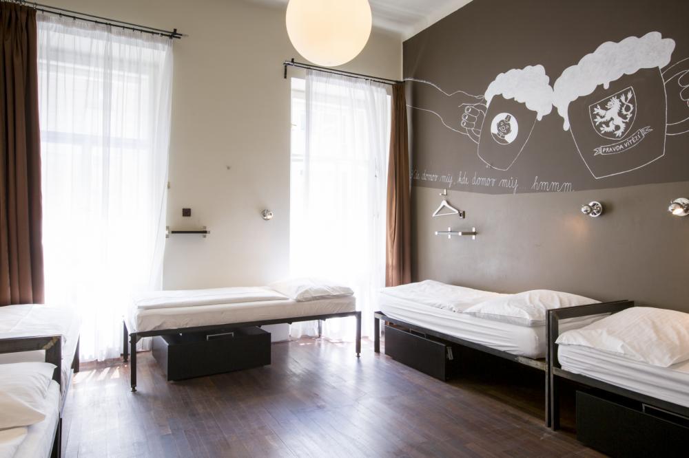 Malé ložnice s oddělenými postelemi