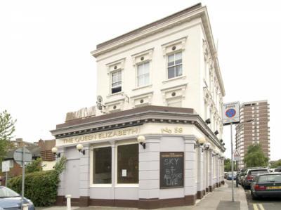 Hostely a ubytovny - Queen Elizabeth Pub Hostel