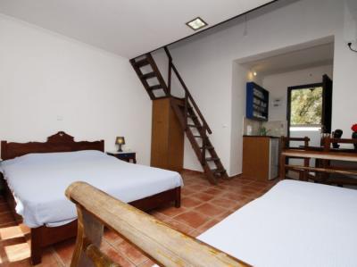 Hostely a ubytovny - Anny Studios Perissa Beach Hostel